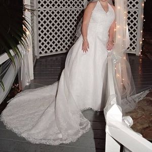 David's Bridal Halter Wedding Gown